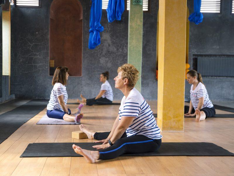 cours-yoga-aerien-retraite-maroc-airyoga-massage-spa-ksarmassa-meditation-asana