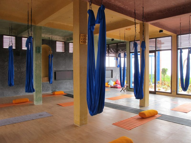cours-yoga-aerien-retraite-maroc-airyoga-massage-spa-ksarmassa-meditation-juillet-2019-hamac