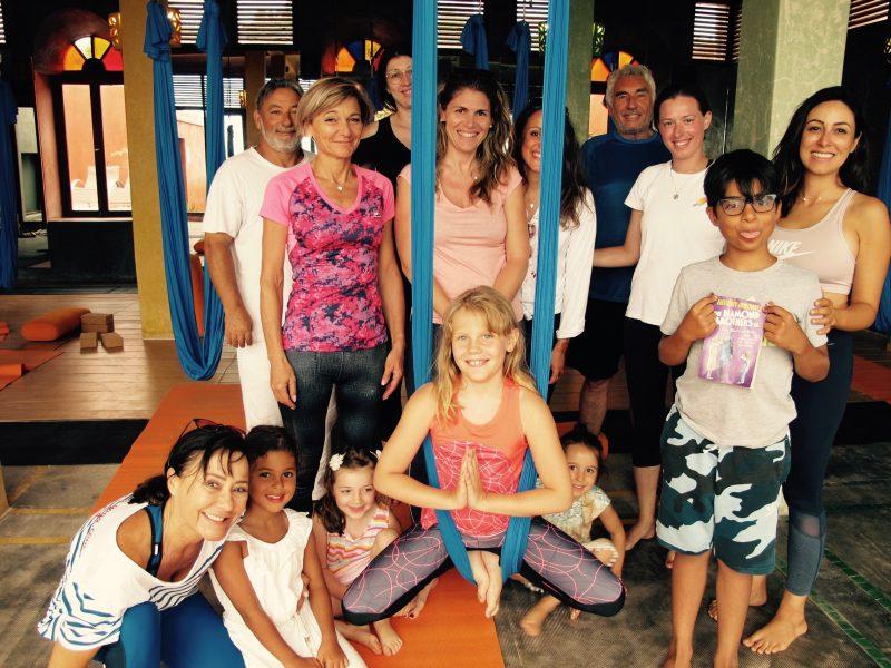farida-bennani-cours-yoga-aerien-retraite-maroc-airyoga-massage-spa-ksarmassa-meditation-juillet-2019-parent-enfant