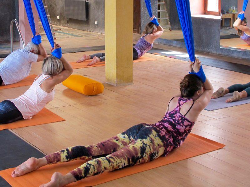 cours-yoga-aerien-retraite-maroc-airyoga-massage-spa-ksarmassa-meditation-juillet-2019