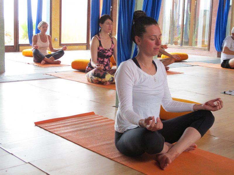 cours-yoga-aerien-retraite-maroc-airyoga-massage-spa-ksarmassa-meditation-juillet-2019-bienfait