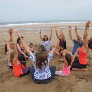 cours-yoga-aerien-retraite-maroc-airyoga-massage-spa-ksarmassa-meditation-juillet-2019-bienfait-parents-enfants-sud-maroc