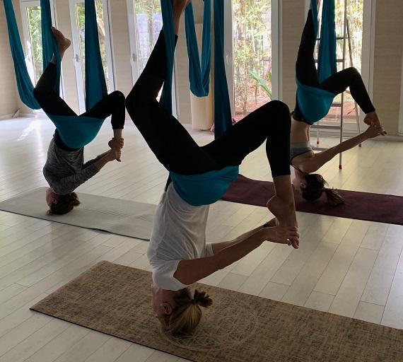 cours-yoga-aerien-retraite-maroc-airyoga-massage-spa-ksarmassa-meditation-asana-yoga-hamac-bienfait-chakra-retraite-agadir-maroc-casablanca
