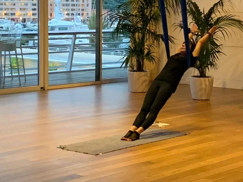 cours-yoga-aerien-retraite-maroc-airyoga-massage-spa-ksarmassa-meditation-asana-yoga-hamac-bienfait-chakra-retraite-agadir-maroc-casablanca-love-monaco-9